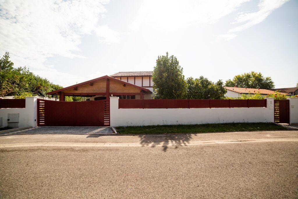 Portail et clôture de façade